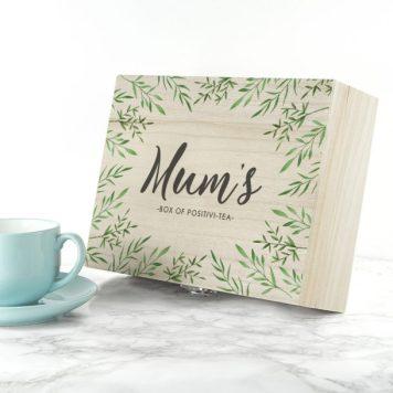 📷 https://www.lovemygifts.co.uk/gift/personalised-positivi-tea-mothers-day-tea-box/?gclid=EAIaIQobChMIwtiLjbT34AIVJCjTCh1nWAG0EAQYASABEgJ06PD_BwE